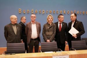 v.l.n.r.: Pater Mertes, Matthias Katsch, Adrian Körfer, Prof. Dr. Andresen, J.W. Rörig, Anselm Kohn